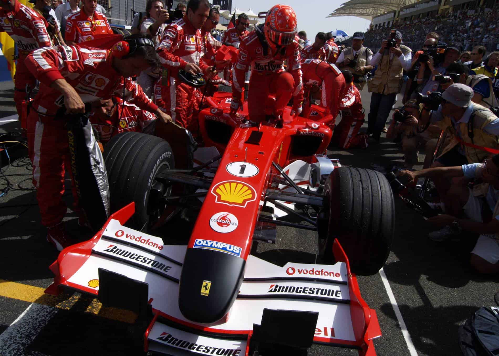 Michael-Schumacher-Ferrari-F2005-black-nose-Bahrain-F1-2005-starting-grid