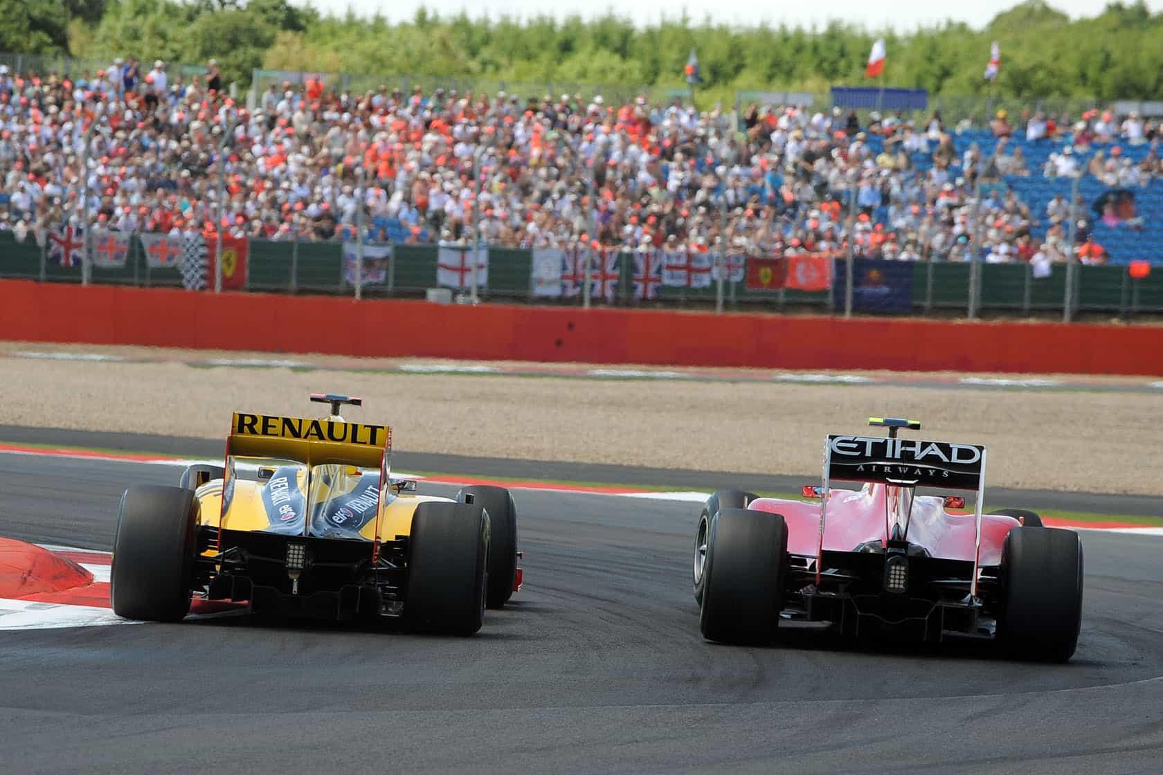 Alonso Kubica Silverstone British GP F1 2010 duel 2 Photo G-Force