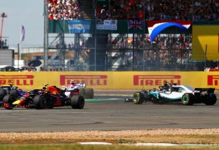 British gP F1 2018 start Red Bull Mercedes Hamilton spin