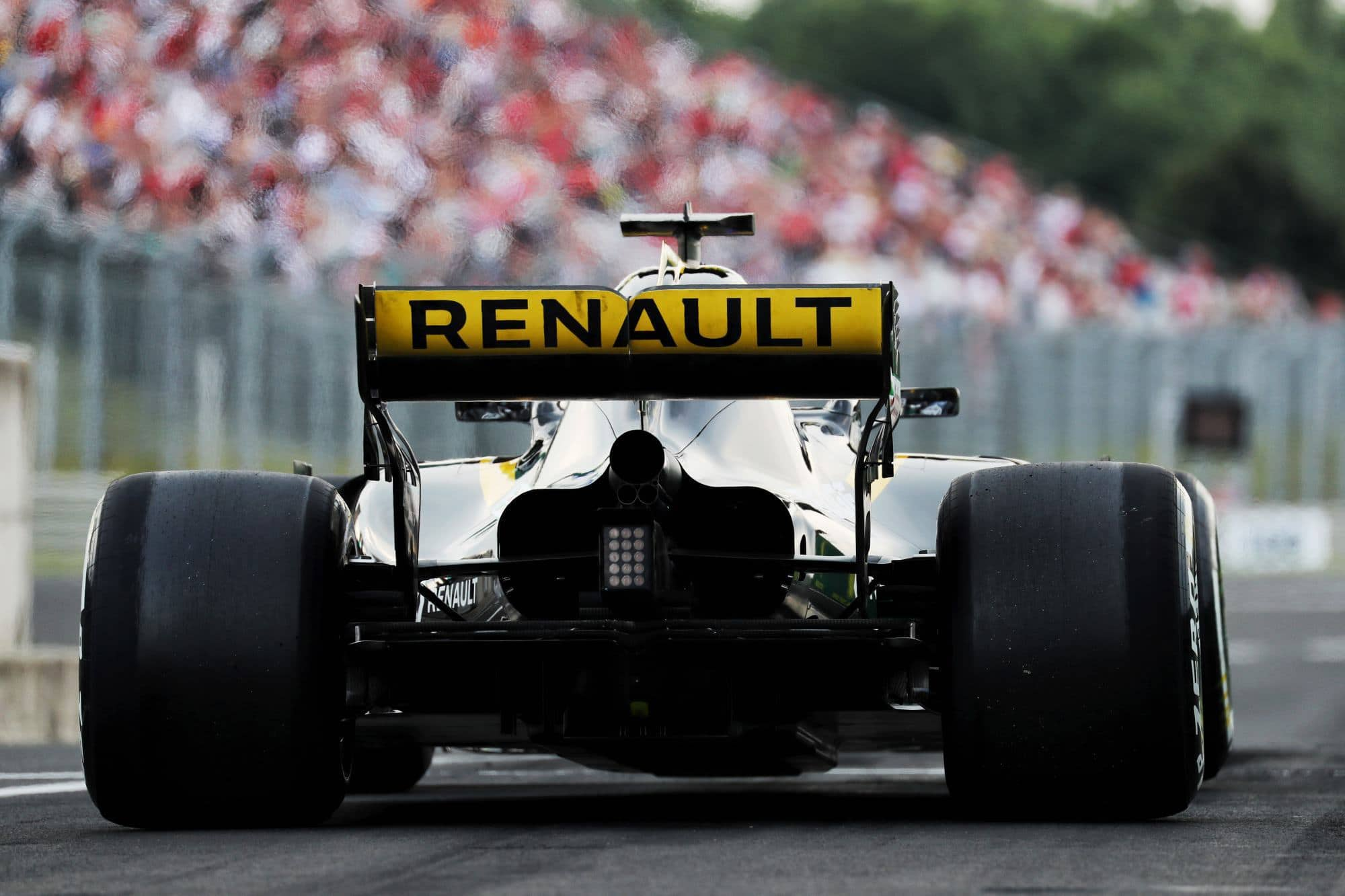 Renault prepares all-new 2019 F1 V6 engine