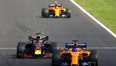 Ricciardo Red Bull battles Alonso McLaren Hungarian GP F1 2018 Photo Red Bull