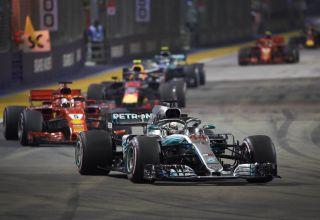Hamilton leads Vettel Verstappen Bottas Raikkonen Singapore GP F1 2018 Photo Daimler