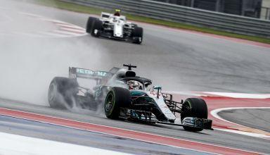 Hamilton leads Sauber USA GP F1 2018 wet friday Photo Daimler