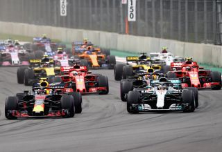 Verstappen leads at the start of the Mexican GP F1 2018 Photo Red Bull