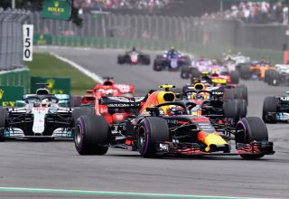 Verstappen leads at the start of the Mexican GP F1 2018 second chicane Photo Red Bull