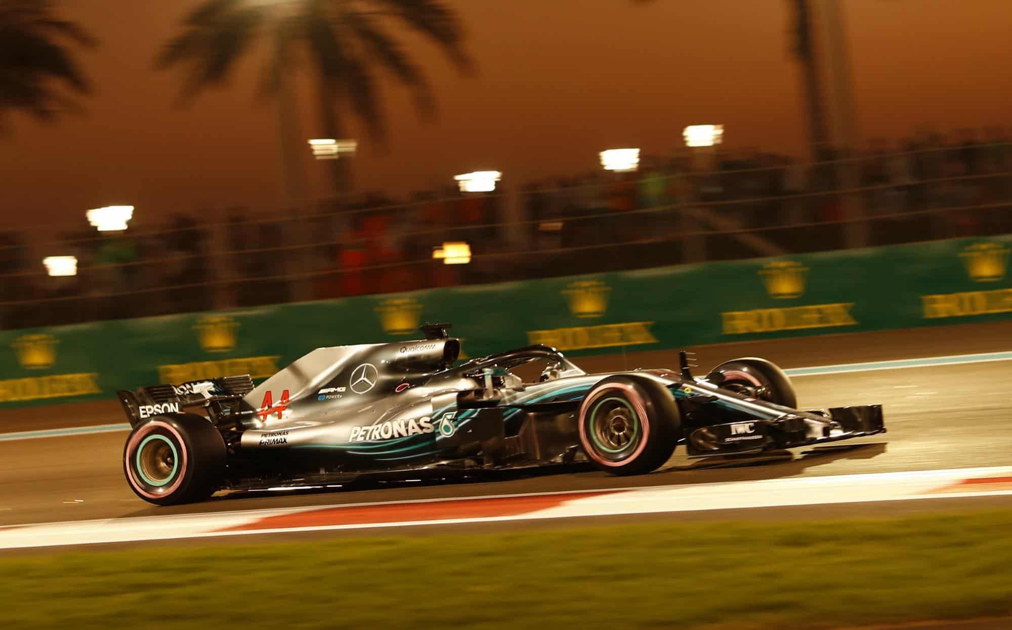 Hamilton Mercedes Abu Dhabi F1 2018 hypersoft Photo Daimler