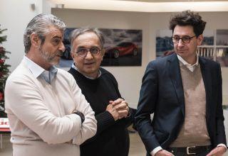 Arrivabene-Marchionne-Binotto-Ferrari-F1-2017-Christmas-Photo-Ferrari