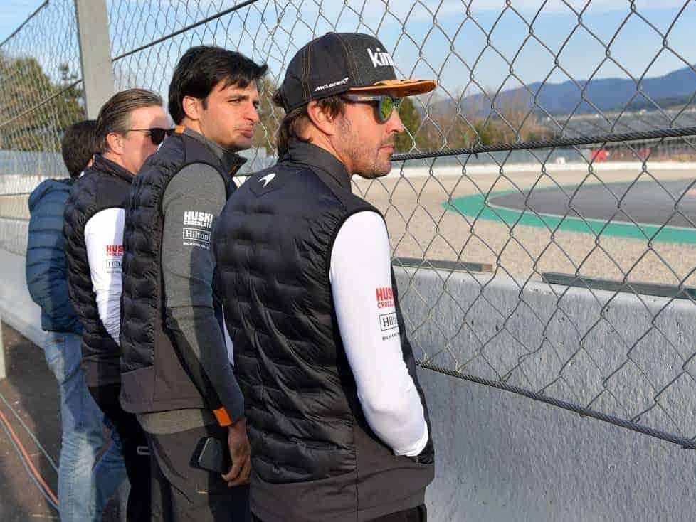 Carlos Sainz Fernando Alonso Zak Brown McLaren Renault F1 2019 Barcelona Test trackside Photo McLaren