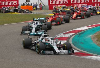 Hamilton leads Bottas Chinese GP F1 2019 start Photo Daimler
