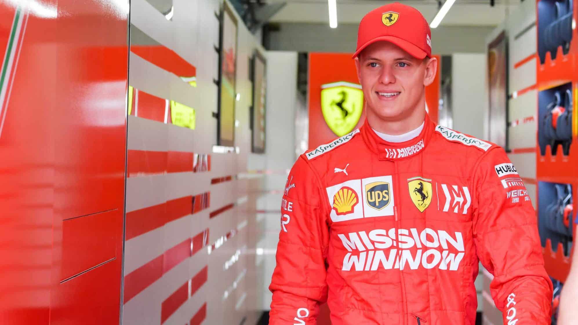 Rain hits Bahrain F1 test, Schumacher faster than Alonso