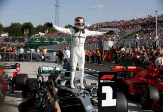 Hamilton Mercedes Hungarian GP F1 2019 after the race celebration Photo Daimler