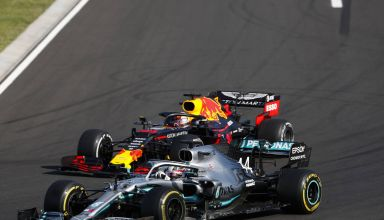 Hamilton Mercedes overtakes Verstappen Red Bull Hungarian GP F1 2019 Photo Daimler