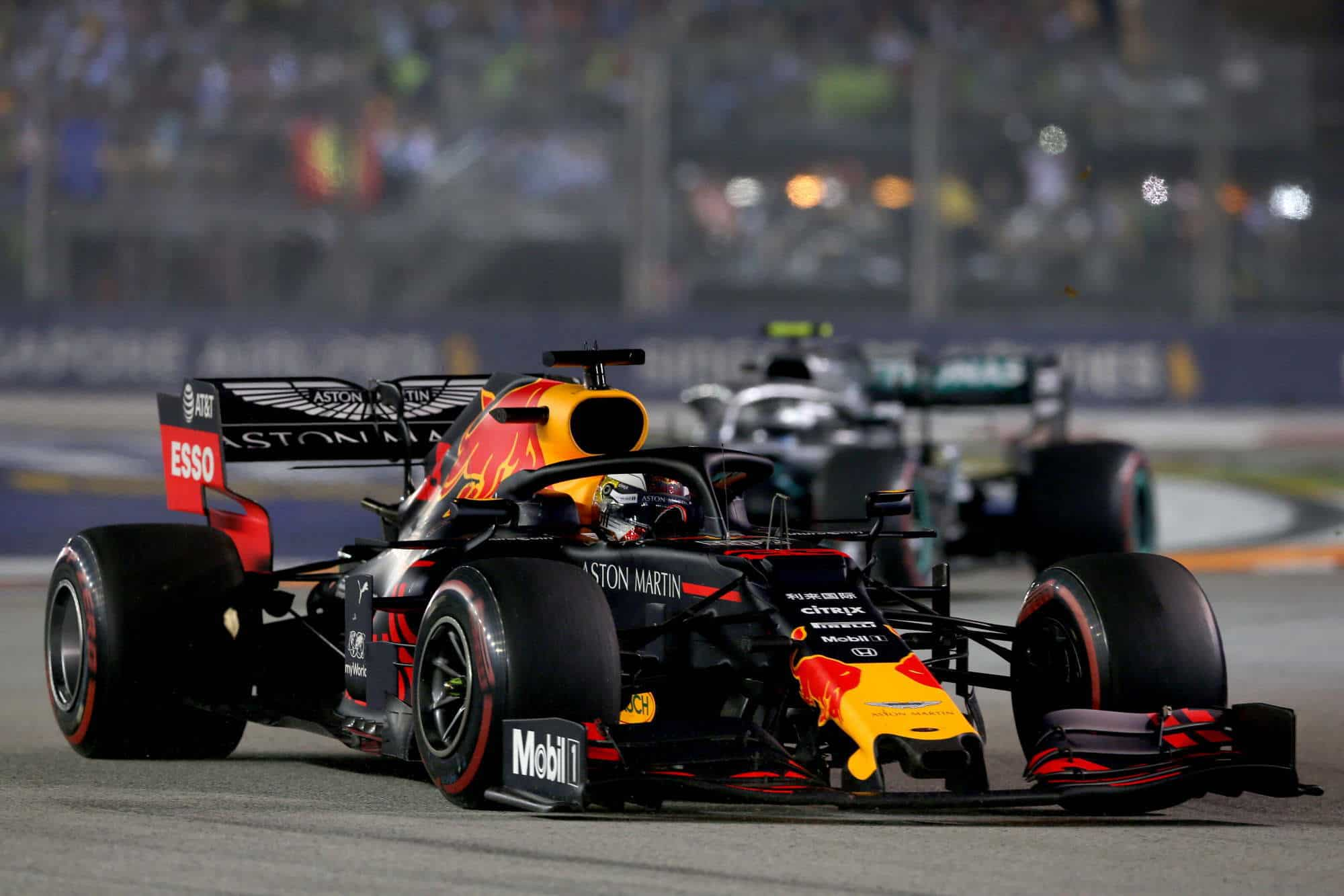 Max Verstappen leads Lewis Hamilton Singapore GP F1 2019 Photo Red Bull