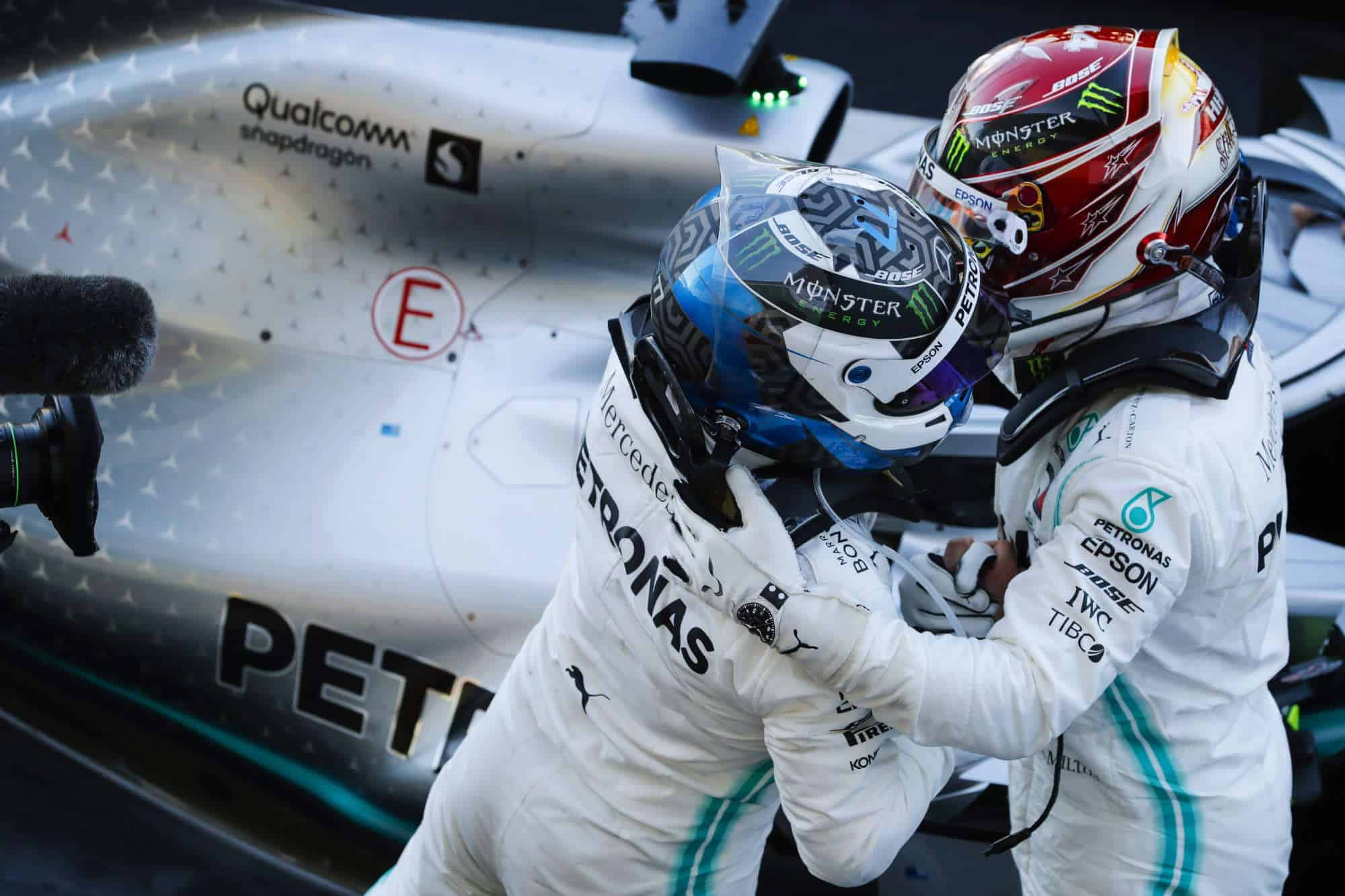 Hamilton Bottas Mercedes Japanese GP F1 2019 after the race Photo Daimler