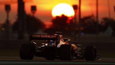 Carlos Sainz McLaren MCL34 Abu Dhabi GP F1 2019 dark sun Photo McLaren