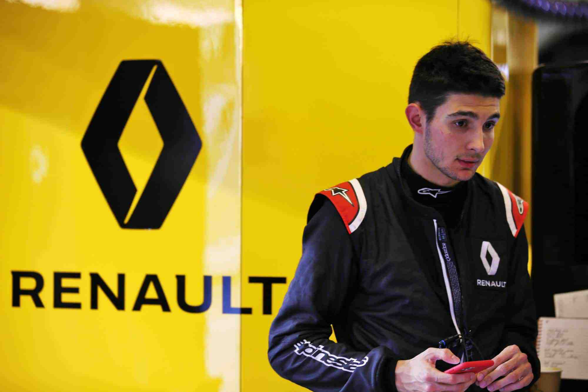 Ocon Renault F1 2019 post season Abu Dhabi test in garage Photo Renault