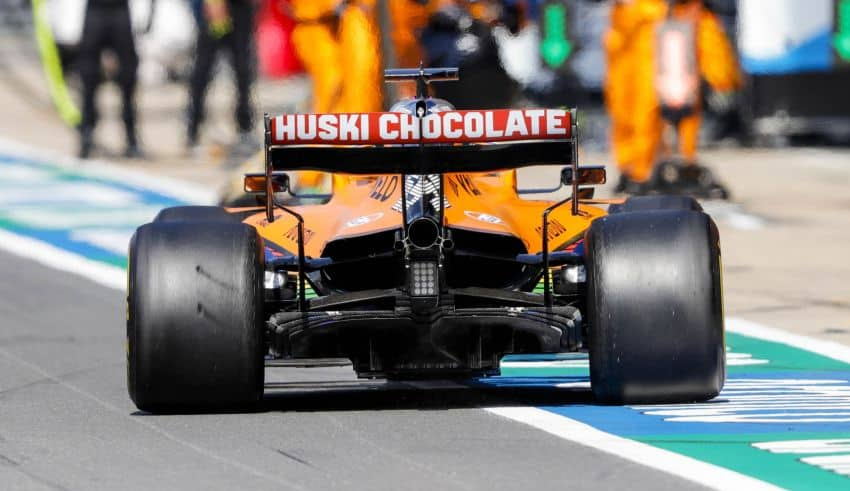 Carlos Sainz, McLaren MCL35, comes in for a stop