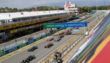 2020 Spanish GP start of the race from the side Photo Daimler