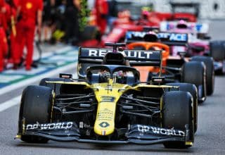 2020 Russian GP Ricciardo leads Sainz Perez pitlane Photo Renault