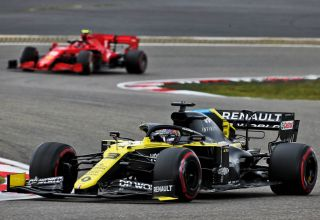 2020 Eifel GP Ricciardo leads Leclerc Photo Renault