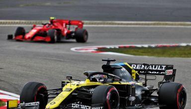 2020 Eifel GP Ricciardo leads Leclerc Photo Renault