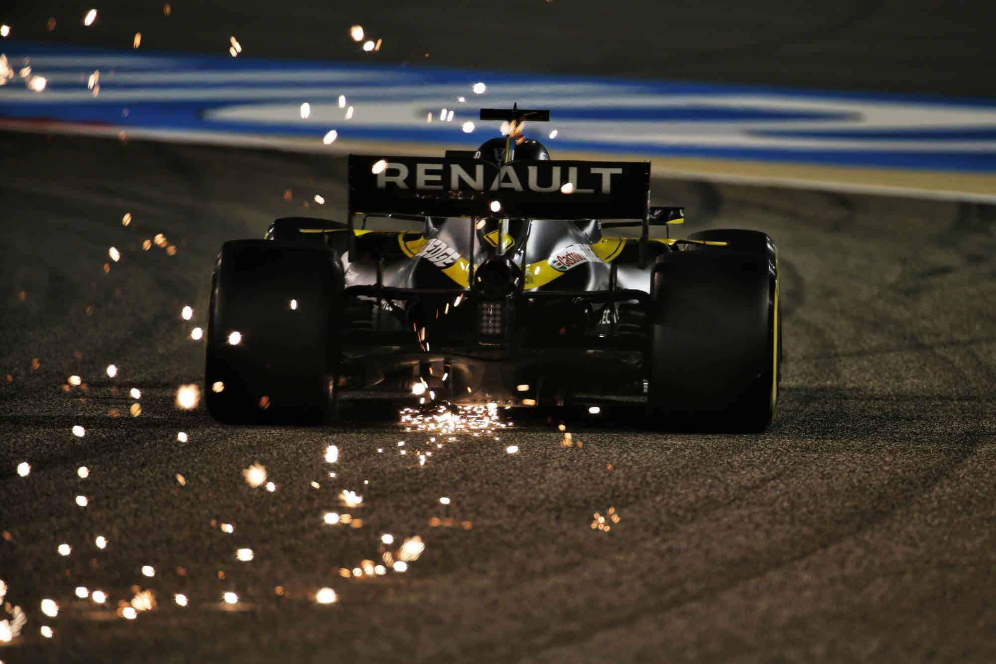 2020 Bahrain GP Ricciardo Renault rear end sparks Qualifying Photo Renault