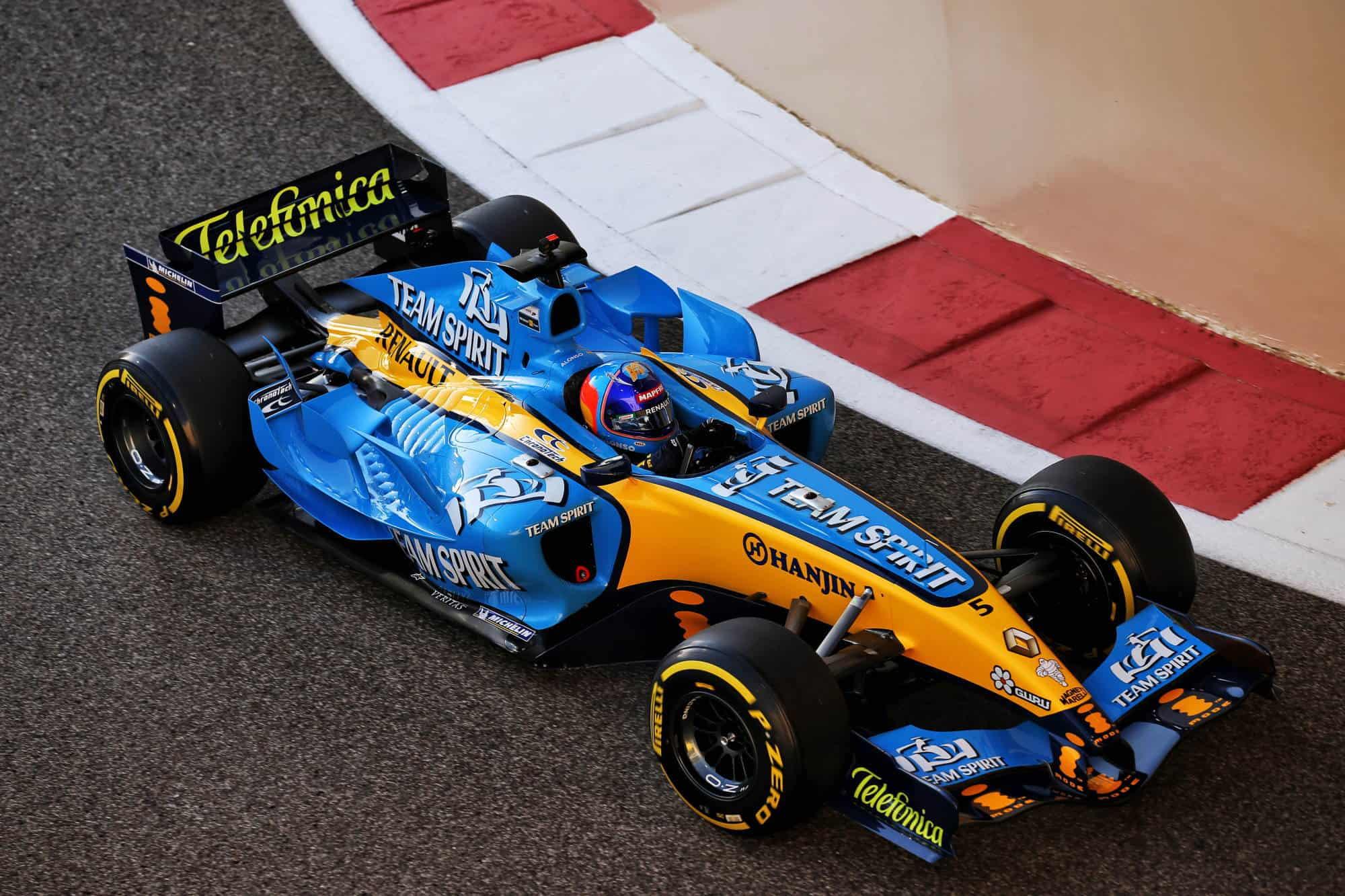 2020 Abu Dhabi GP Alonso Renault R25 demo run 2000 px Photo Renault