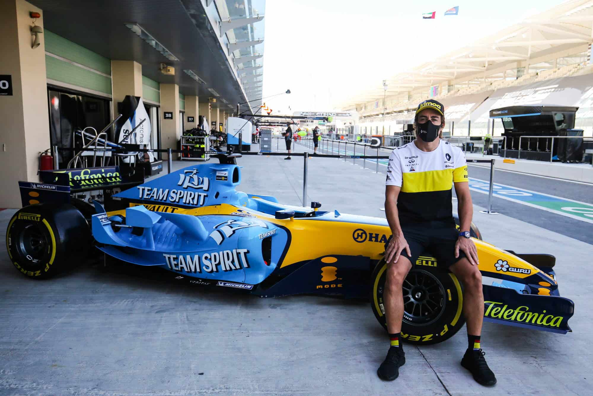 2020 Abu Dhabi GP Alonso Renault R25 demo run pitlane 2000 px Photo Renault