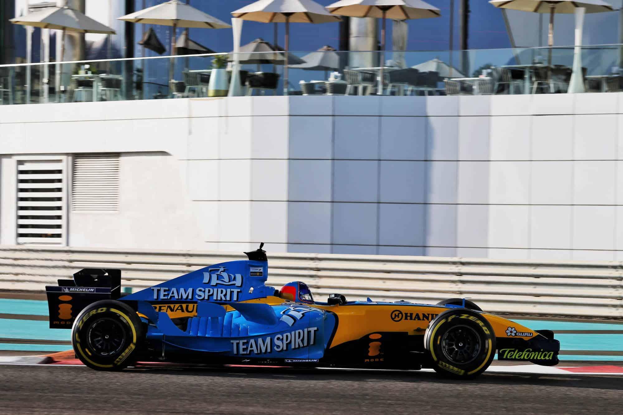 2020 Abu Dhabi GP Alonso Renault R25 demo run side view 2000 px Photo Renault