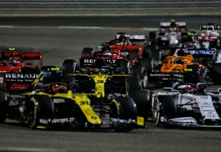 2020 Bahrain GP Ocon Ricciardo at the start of the race Photo Renault