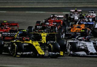 2020 Bahrain GP Ocon Ricciardo at the start of the race Photo Renault