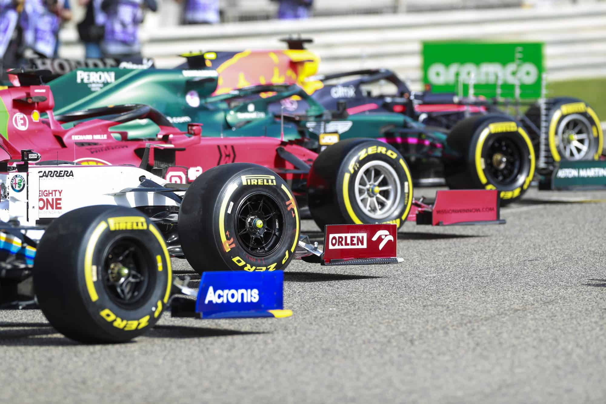 2021 Bahrain F1 testing McLaren Alfa Romeo Ferrari Aston Martin Red Bull Photo Pirelli