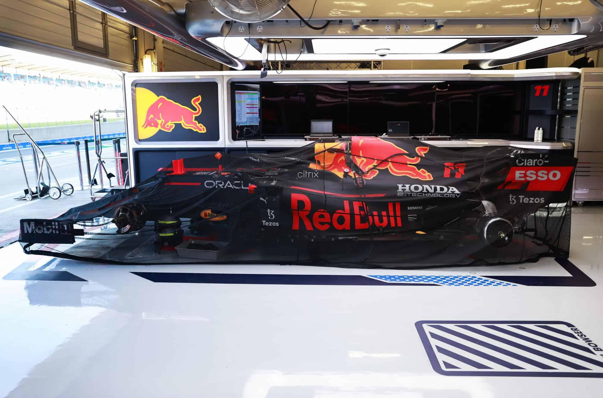 2021 British GP Perez Red Bull RB16B parc ferme garage Photo Red Bull